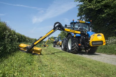 Power Arm technology gets top marks from Herefordshire hedge-cutters